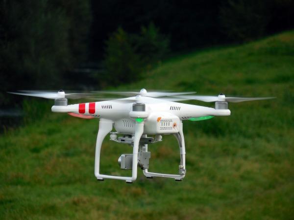 quadrocopter-451747_1920